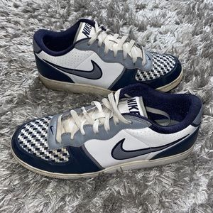 Vintage nike shoes size 11.5